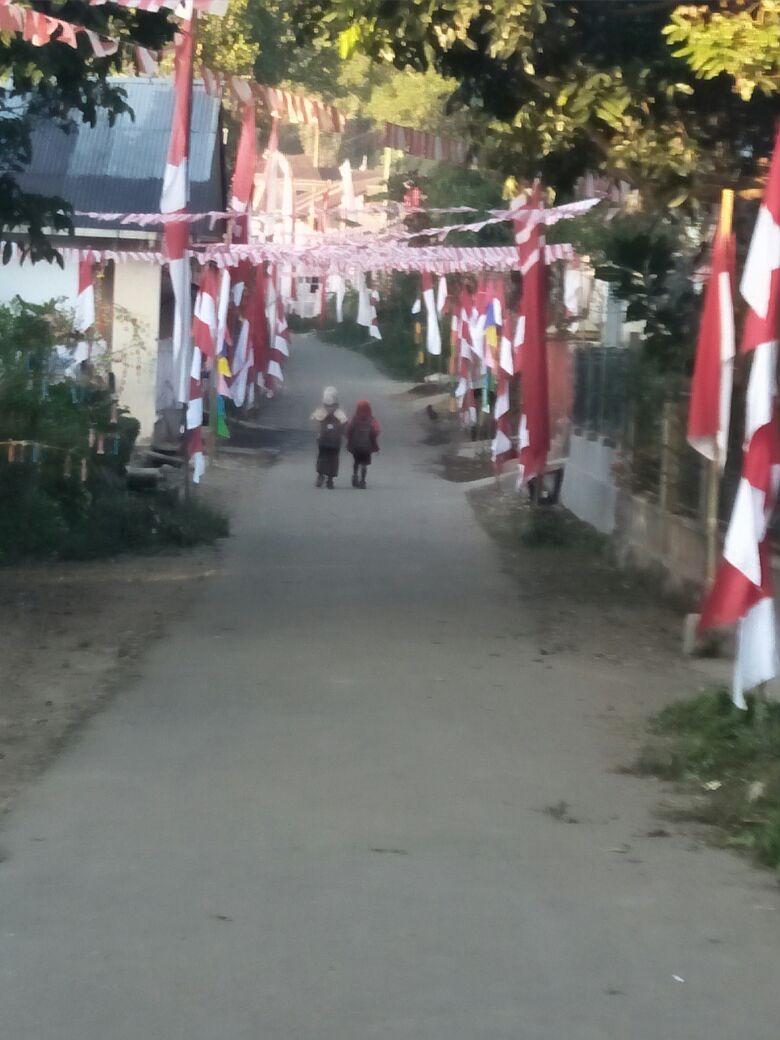 dilingkungan warga sudah erpasang bendera