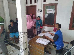 Petugas Pelayanan Penyaluran BLT Kabupaten